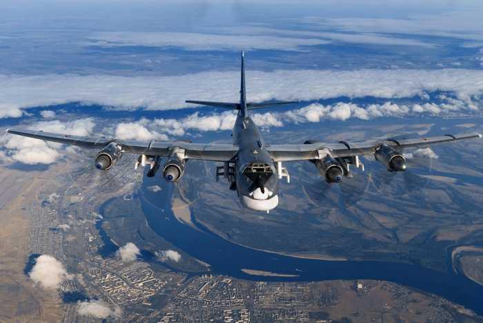 Российские дальние ракетоносцы Ту-95МС пролетели вдоль берегов Аляски и Алеутских островов