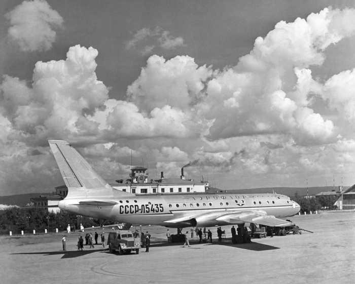 Первый реактивный советский самолёт Ту-104