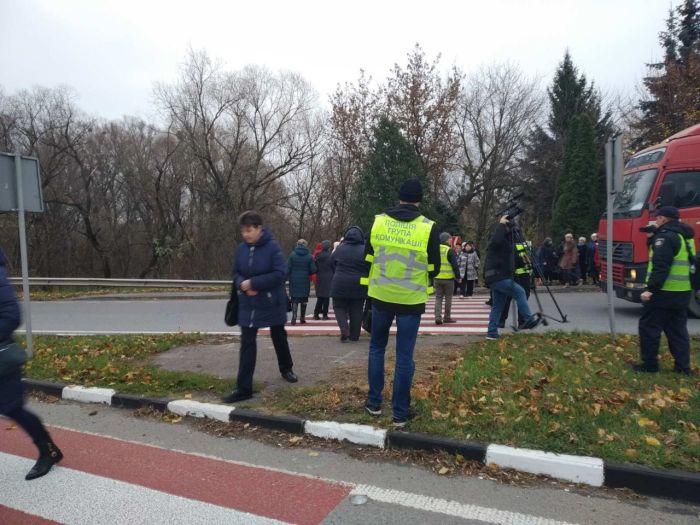 Ровенские медики перекрыли трассу Киев-Чоп, требуя выплаты зарплаты
