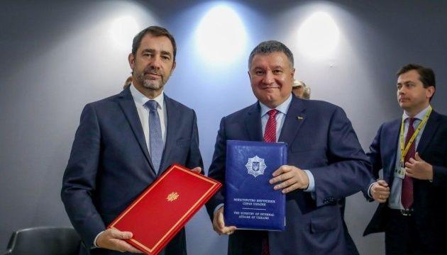 Глава МВД Украины Арсен Аваков подписал с французами контракт на покупку 20 патрульных катеров