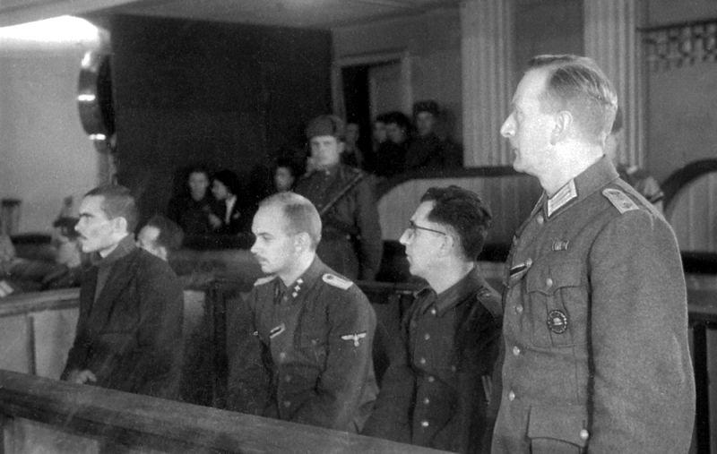 Подсудимые гитлеровцы на процессе в Харькове