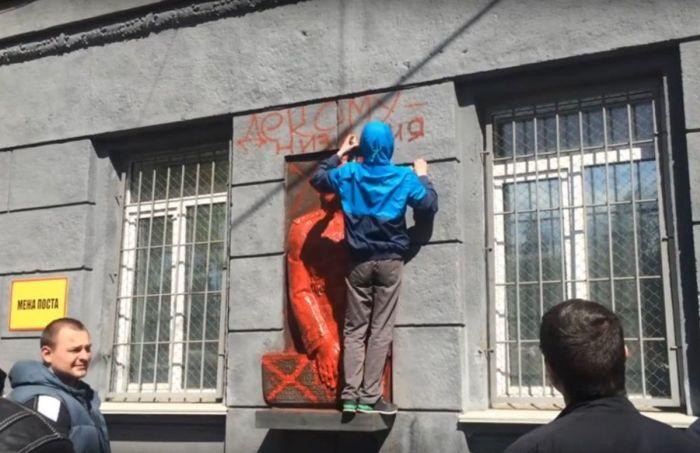Одесса, 2016 год. Ещё один акт вандализма в отношении барельефа Жукова
