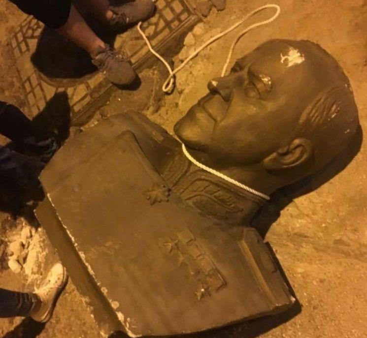 Одесса, 2017 год. Похищенный и разбитый памятник Жукову