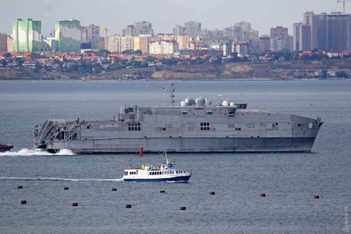 Катамаран ВМС США USNS Yuma опять вошел в порт Одессы