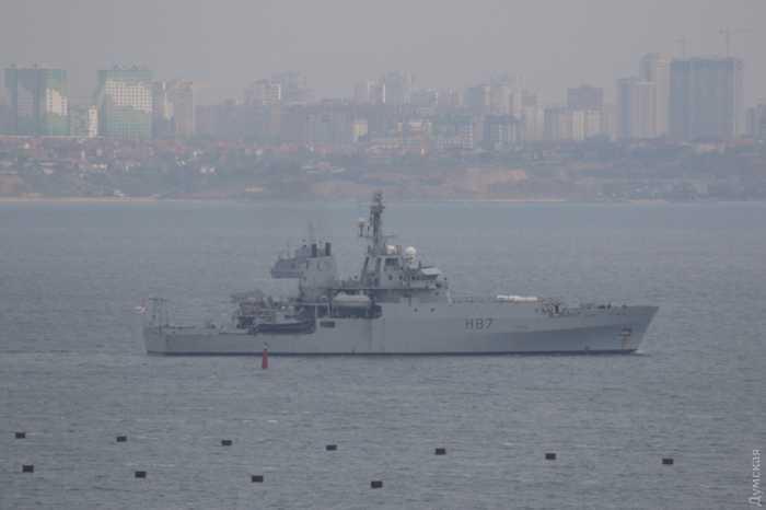Британский и французский корабли-шпионы