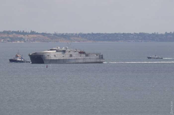 Транспортно-десантный корабль USNS Yuma
