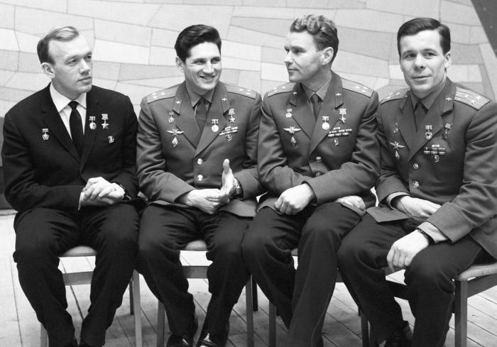 Экипажи «Союз-4» и «Союз-5»