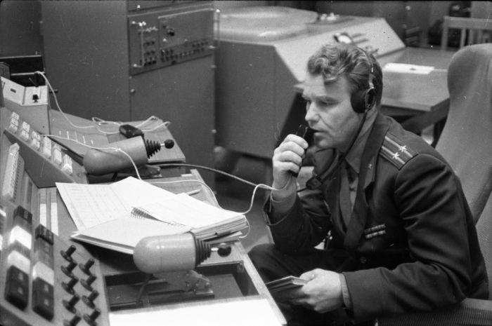 Шаталов в Центре управления полётами