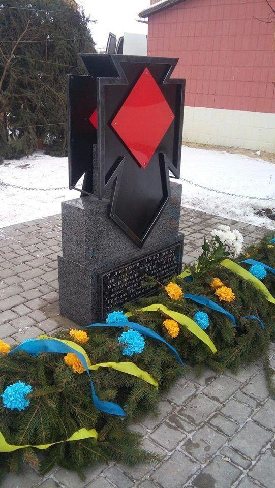 Памятник Перегиняку в Старом Угринове