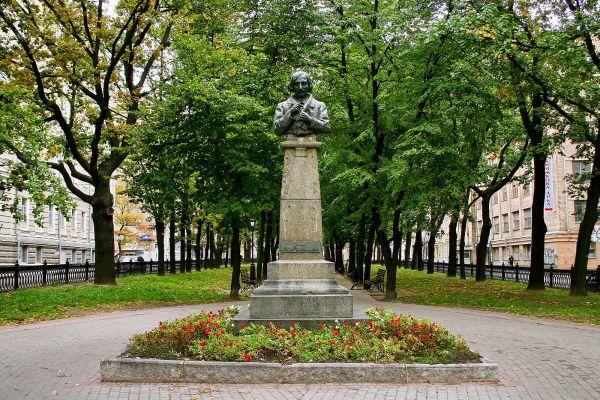 Памятник Гоголю в Харькове
