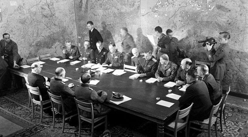 Подписание капитуляции в Реймсе 7 мая 1945 г.