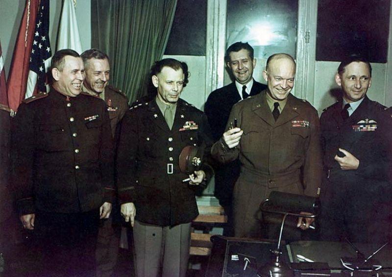 После подписания в Реймсе. Крайний слева – генерал-майор И.А. Суслопаров