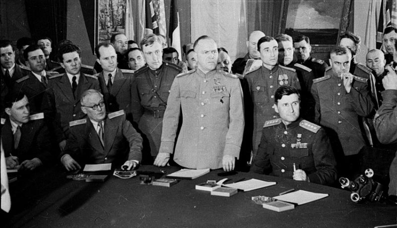 Советская делегация во главе с представителем Ставки Верховного Главнокомандования маршалом Г.К. Жуковым на подписании Акта о капитуляции Германии 8 мая 1945 г. в Карлсхорсте