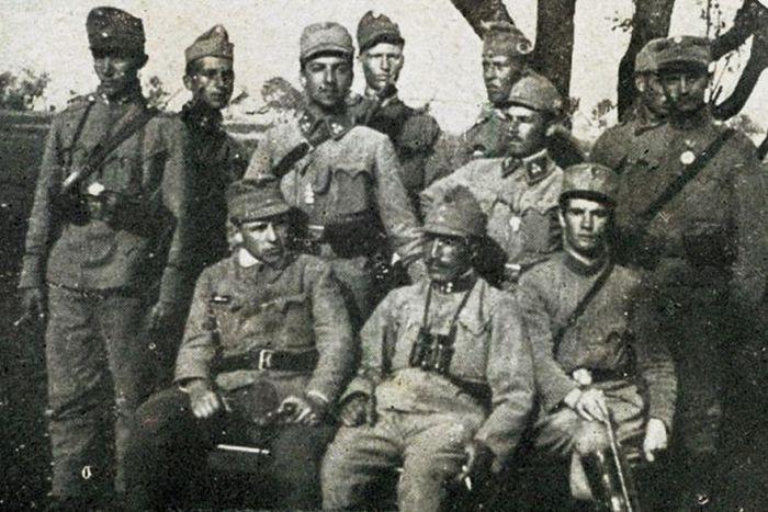 «Сечевые стрельцы»: с первого взгляда понятно, что «справжні українці», только форма почему-то австрийская.