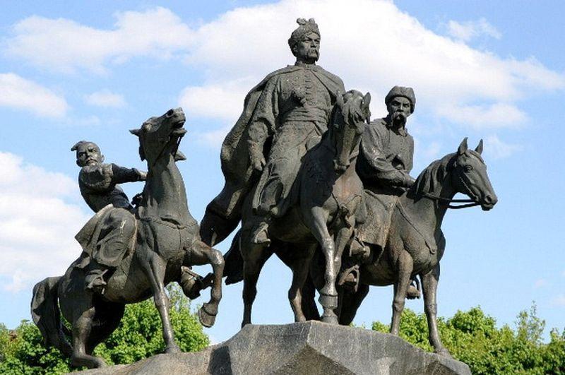 Памятник первой блистательной победе украинского народа в Освободительной войне против польских поработителей под предводительством Богдана Хмельницкого в городе Жёлтые воды