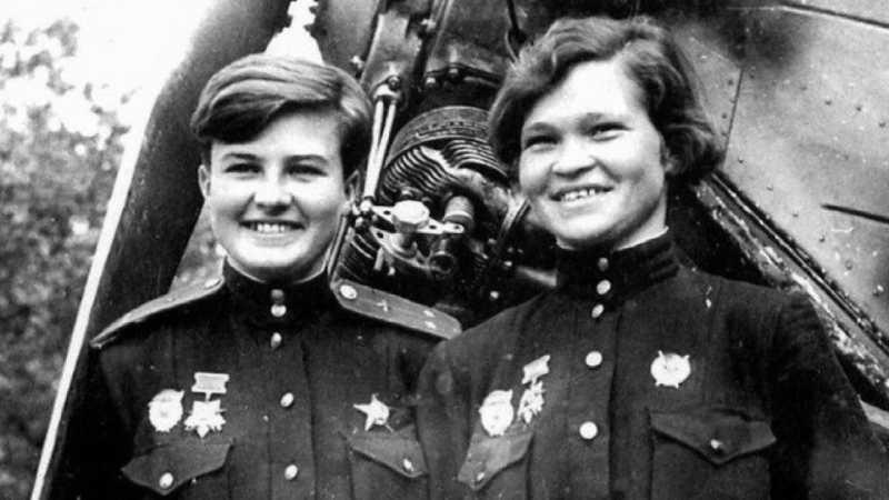 Лётчицы Ирина Себрова и Наталья Меклин