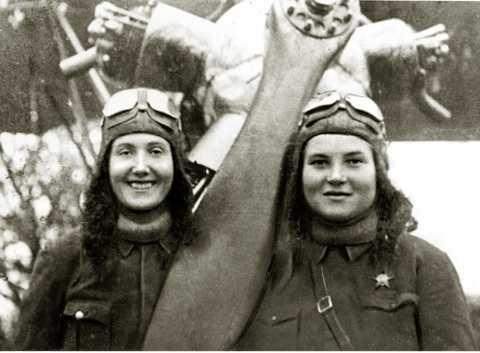 Экипаж Татьяны Макаровой и Веры Белик. Погибли в 1944 году в Польше