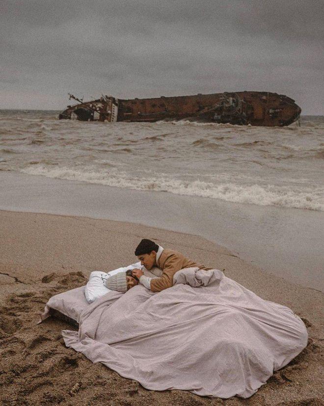 На фоне Delfi хороши романтические фотосессии