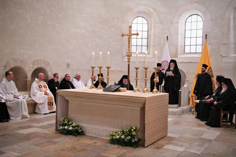 Варфоломей на совместном богослужении с католиками в аббатстве Нотр-Дам де Сент-Реми в Рошфоре