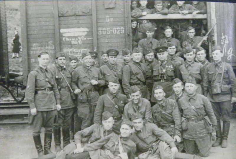 Т.А. Строкач среди бойцов спецназа. Август 1941 года