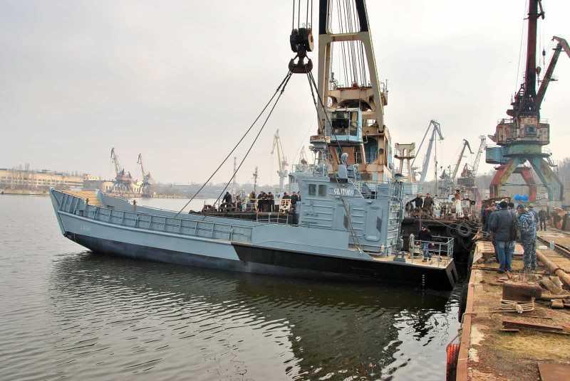 Спуск на воду отремонтированного десантного катера «Сватово»