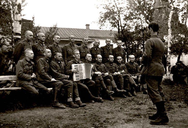 Хор венгерских военнопленных лагеря № 160 на репетиции