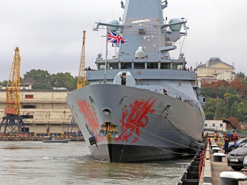 Эсминец королевских ВМС Dragon у одесского причала