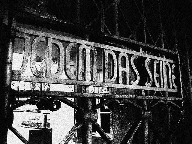 Надпись на главных воротах Бухенвальда «Каждому своё»