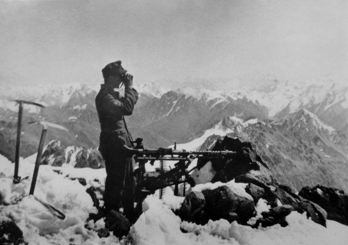 Горный егерь вермахта на перевале Кавказа