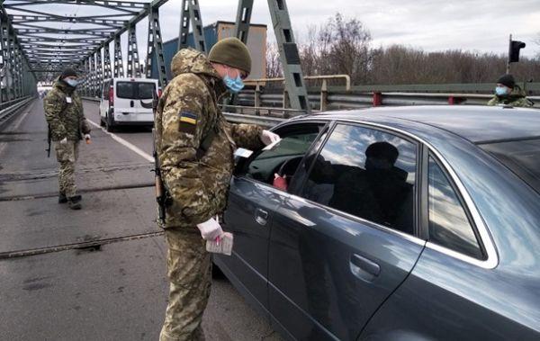 Проверка температуры у пересекающих границу Украины