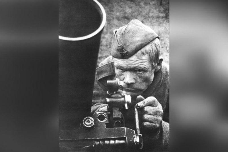 Главный кадр фильма Ф. Соболева «Подвиг». Фото В. Юдина, 1943 г.