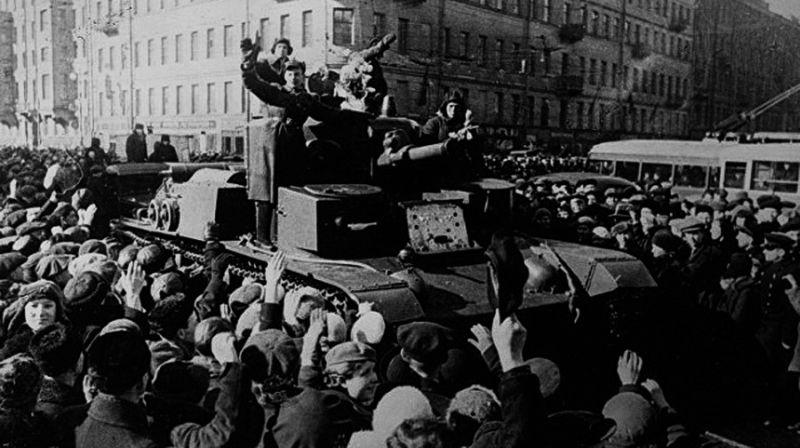 Население Бессарабии радостно встречает Красную Армию. Июнь 1940 г.