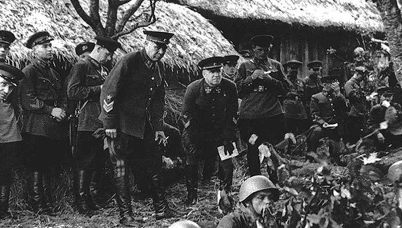 Нарком С.К.Тимошенко и Г.К. Жуков на учениях КОВО в 1940 году