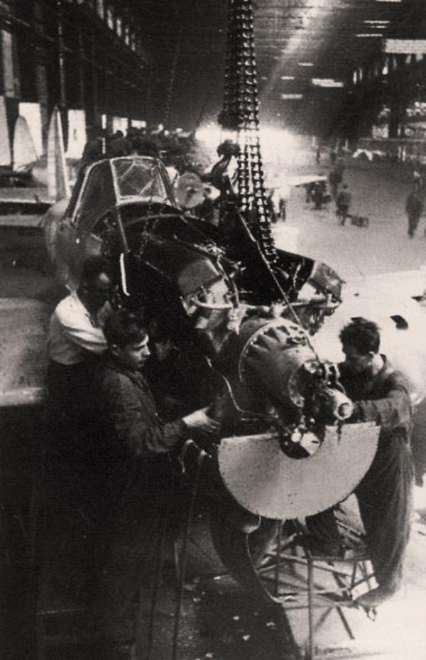 Сборка Ил-2 на авиазаводе