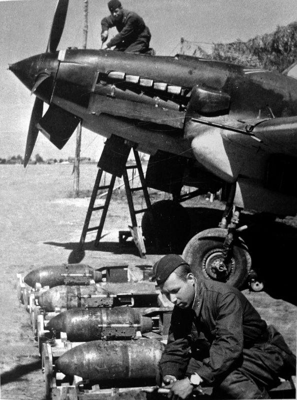 Механик по вооружению гвардии сержант 15-го гвардейского штурмового авиаполка К. Угодин