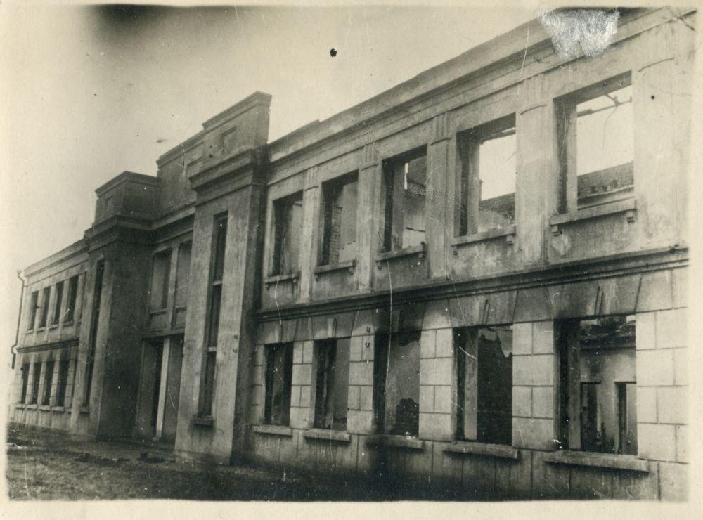 Сгоревшее здание детских яслей в Ильичёвском районе