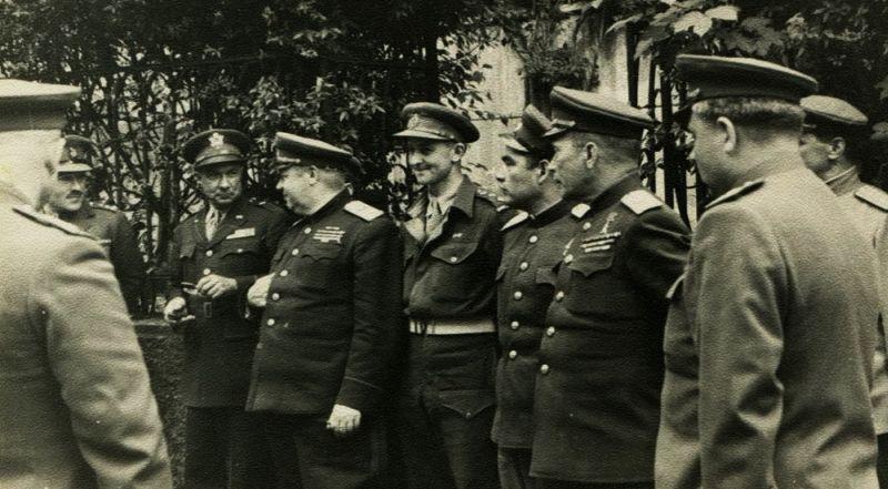 Командующий 3-го Украинского фронта Ф.И. Толбухин на встрече с союзниками в Граце – центре федеральной земли Штирия на юге Австрии