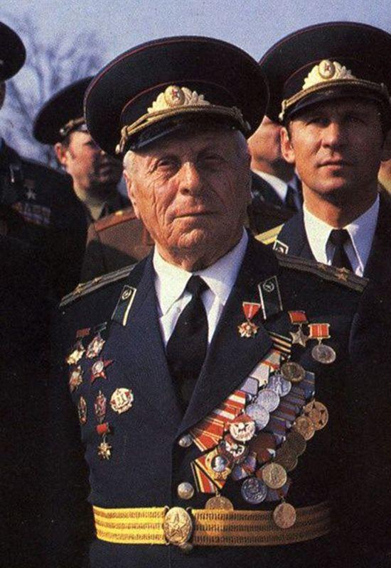 Герой Советского Союза Н.Ф. Карацупа