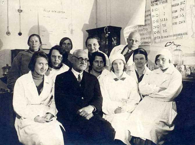 Гамалея с сотрудниками 2-го Московского медицинского института, 1935 г.