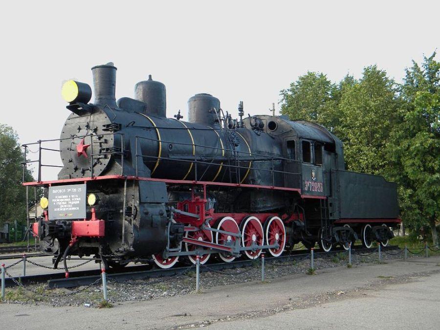 Паровозы такого типа – ЭМ-728-73 – входили в состав паровозных колонн особого резерва