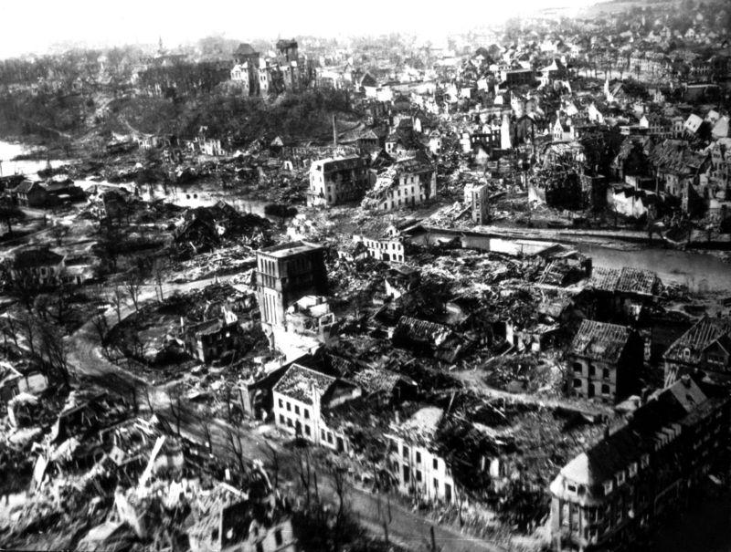 Берлин в руинах. Май 1945 г.
