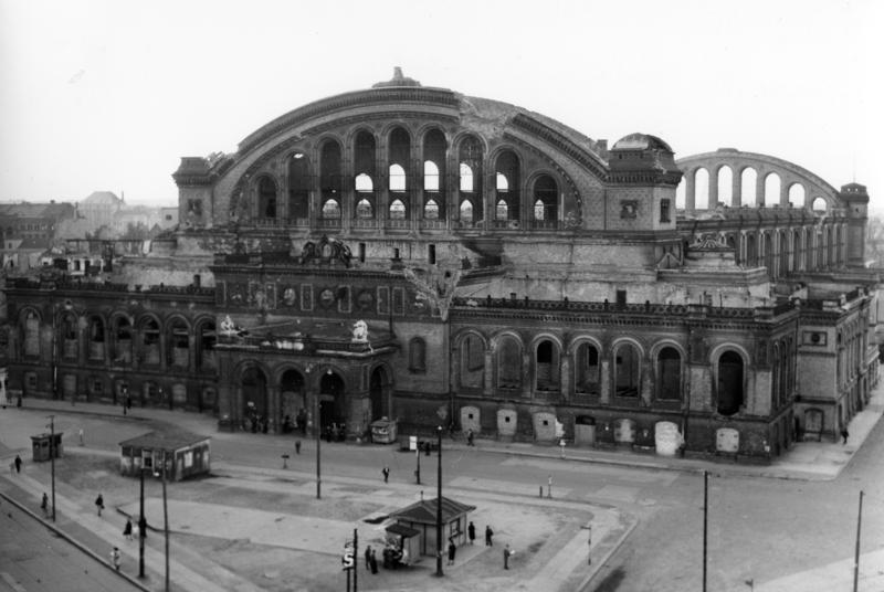 Анхальтский вокзал в Берлине. Май 1945-го, первые дни после капитуляции Германии