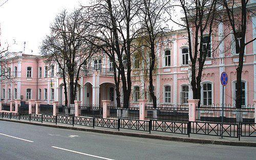 Здание, в котором в 1941–1943 гг. размещался немецкий госпиталь (позднее – школа №6)