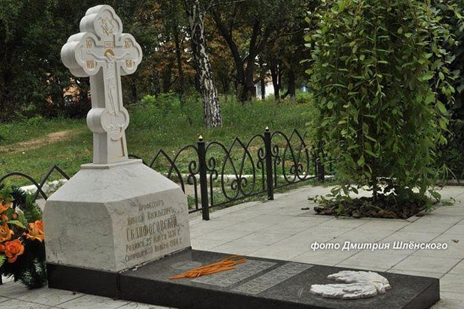 Мемориал на могиле Склифосовского