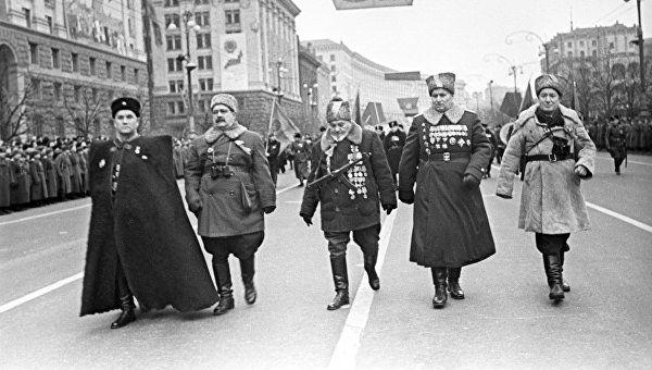 Партизанские командиры на параде Победы в Киеве