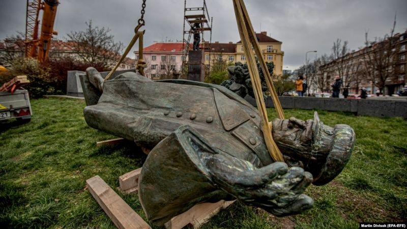 Демонтированный памятник маршалу Коневу в Праге