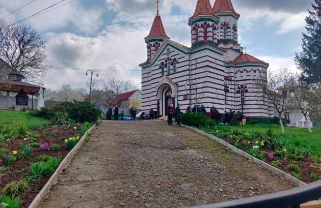 Архангело-Михайловский храм села Задубровка Заставновского района Черновицкой области