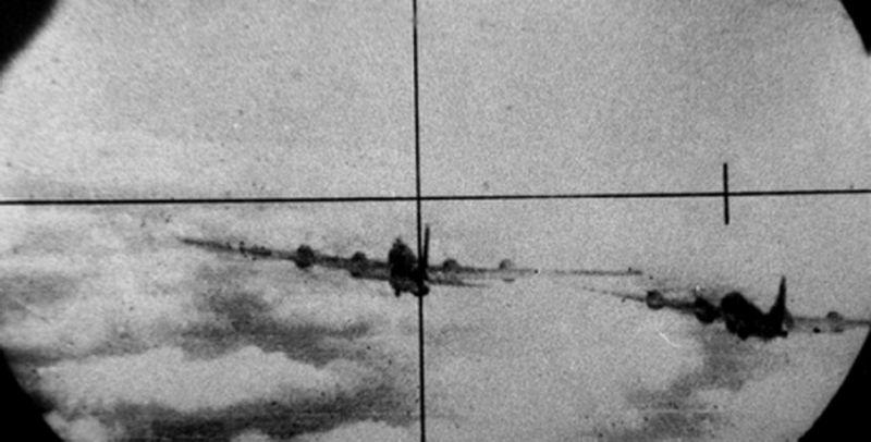 Бомбардировщик ВВС США B-29 Superfortress в прицеле фотопулемета