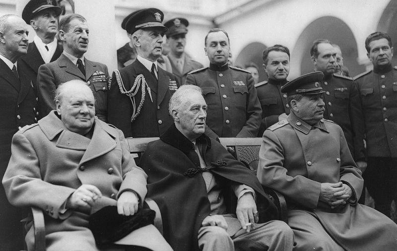 Алексей Антонов в Ялте-1945 (стоит четвёртый справа, сразу за спиной у Сталина)