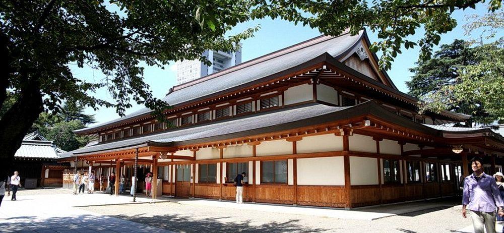 Главный военный синтоистский храм Ясукуни («Мирная страна») – место паломничества милитаристов и реваншистов современной Японии